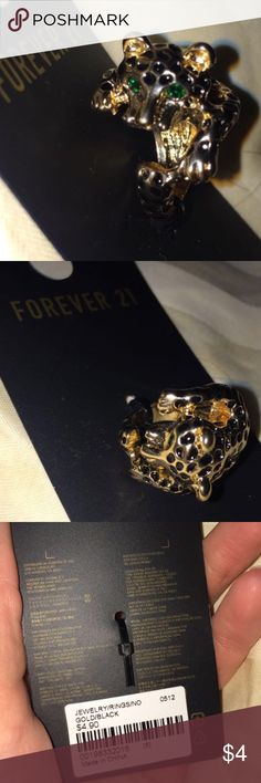 Gorgeous size 6 ring Beautiful never been worn, NWT, size 6, forever 21 cheetah ring! The eyes are green gems. This little guy wraps around your finger (see last picture!) So cute!! Forever 21 Jewelry Rings