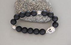 bracelet skull (tête de mort ) perles noires onyx semi mat : Bijoux pour hommes par made-with-love-in-aiacciu