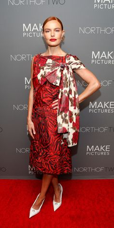 Pattern Play from Fashion Police Actress Kate Bosworth is seen mixing bold patterns in a Calvin Klein dress at the premiere of Nona in New York City. Celebrity Dresses, Celebrity Style, Party Fashion, Fashion Show, Kate Bosworth Style, Milan Men's Fashion Week, Fashion Trends, Calvin Klein Dress, Celebs
