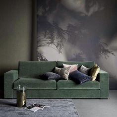 Green velvet 💚 #velvetsofa #livingroom #wallart #stue #interior_delux 📸 @boconcept_official