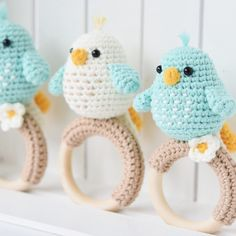 Learn how to crochet this cute baby rattle + teething ring for babies. Pattern by Mari-Liis Lille Baby Amigurumi bird rattle - crochet pattern by lilleliis Crochet Simple, Easy Crochet Patterns, Baby Patterns, Free Crochet, Crochet Baby Toys, Crochet Patterns Amigurumi, Amigurumi Doll, Crochet Birds, Amigurumi Tutorial