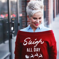 fashion over 40 outfits christmas gifts Sweatshirt Dress, Graphic Sweatshirt, Over 40 Outfits, Chic Over 50, Baggy Clothes, Fashion For Women Over 40, Old Women, Short Hair Styles, Hair Cuts