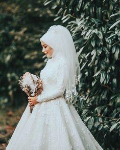 "3,709 Beğenme, 12 Yorum - Instagram'da Celal Canik (@celalcanik): ""Sadelik zarafet..."" Bridal Hijab, Disney Wedding Dresses, Wedding Hijab, Pakistani Wedding Dresses, Wedding Wear, Bridal Dresses, Wedding Gowns, Wedding Cakes, Funny Wedding Photography"