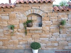 Garden wall in a southern style with great attention to detail. Also used: monk nun
