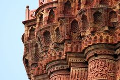Details of Muqarnas Corbel Under the Balcony of Qutub Minar (Islamic Architecture, India) India Architecture, Historical Architecture, Ancient Architecture, Amazing Buildings, Old Buildings, Humayun's Tomb, India Gate, Art Sculpture, Brickwork