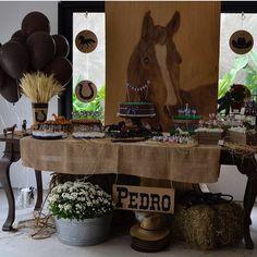 E a primeira festa de hoje tinha que ser de cavalo, paixão do meu pai! E com o nome do meu filho que herdou essa paixão do avô! Decoração super bacana e charmosa por @festadearquiteta ❤️❤️ #kikidsparty #horseparty #kikidscavalo #festacavalo