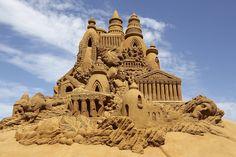Sculpturile în nisip, folosite incă din antichitate pentru a crea machete ale construcţiilor grandioase, au devenit astăzi subiect al mai multor competiţii ce premiază creativitatea competitorilor.Pt.produse amway nr.meu personal 0766738309...