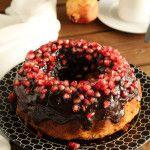 Κέικ με ρόδι και γλάσο σοκολάτας Pomegranate, Doughnut, Acai Bowl, Breakfast, The One, Cake, Desserts, Food, Acai Berry Bowl