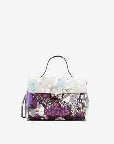Bag handle<br>Framed closure<br>Internal compartments<br>Removable shoulder strap<br> Women 45284481wx
