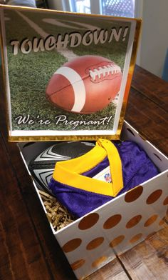 This is how I'm going to announce my pregnancy to my football-loving boyfriend! This is how I'm goin Football Pregnancy Announcement, Baby Announcement To Husband, Pregnancy Announcement To Husband, Baby Announcements, Surprise Pregnancy, Football Baby, Baby Makes, Baby Time, Future Baby