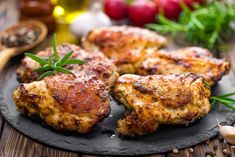Honey-Garlic Slow Cooker Chicken Thighs Lemon Garlic Chicken Thighs, Crispy Baked Chicken Thighs, Slow Cooker Chicken Thighs, Chicken Breasts, Chicken Skin, Crock Pot Recipes, Slow Cooker Recipes, Cooking Recipes, Easy Cooking