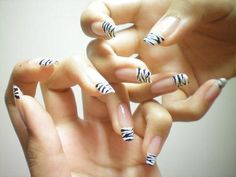 So want this design on my nails!