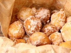 Gogosele rapide cu urda - Pudrate cu zahar Pretzel Bites, Ricotta, Bread, Drink, Food, Essen, Breads, Baking, Drinking