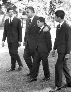 Arab Men Fashion, President Of Egypt, Gamal Abdel Nasser, Old Egypt, King Of The World, Historical Art, Old Pictures, Egyptian, Presidents