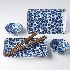 sushi set with two sushi plates, two soya sauce bowls and two pairs of chopsticks Sushi Plate, Sushi Set, Blue Daisy, Ceramic Materials, Plates And Bowls, Chopsticks, Color Blocking, Coin Purse, Blue And White