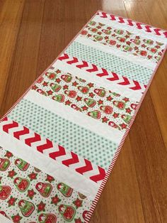 Christmastime is the time for parties and dinners, the time for gathering around the table, and the time for DIY table runners! If you want to add some cheer to your cooking and eating space, make the Candy Cane Christmas Table Runner. Xmas Table Runners, Quilted Table Runners Christmas, Christmas Patchwork, Patchwork Table Runner, Striped Table Runner, Christmas Runner, Table Runner And Placemats, Crochet Table Runner, Christmas Sewing