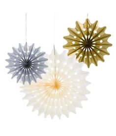 Perfect for gold themed celebrations. 3 x mixed sizes and colours.Contents: 1 x Cream Fan, 1 x Matallic Gold Fan, 1 x Metallic Silver paper fan decorations with ribbons to hang. Pinwheel Decorations, Paper Fan Decorations, Tea Party Decorations, Christmas Decorations, Rose Gold Party Supplies, Honeycomb Paper, Metallic Paper, Metallic Gold, Paper Fans