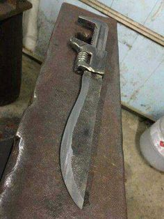6 Achieving Tips AND Tricks: Antique Woodworking Tools Tips antique woodworking tools tips.Old Woodworking Tools Videos antique woodworking tools knives.Woodworking Tools Homemade Table Saw. Cool Knives, Knives And Swords, Metal Projects, Welding Projects, Blacksmith Projects, Diy Projects, Forging Knives, Trench Knife, Diy Knife