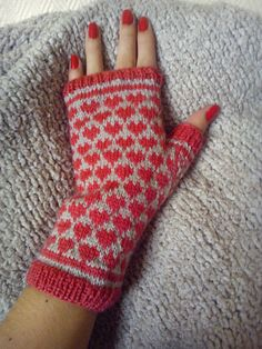Knitting Patterns Gloves And another pair of gloves for Valentine's Day! Fingerless Gloves Knitted, Crochet Gloves, Knit Mittens, Knitting Socks, Knit Crochet, Yarn Projects, Knitting Projects, Knitting Patterns, Wrist Warmers