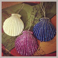 #merrychristmas from #underthesea 🐚🐠🐟🐬🐳 #shells #totallyme #secretlyamermaid #shellornaments #seashell #clamshell #glitter