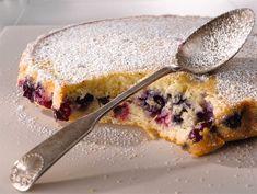Kerrosmarjatorttu Scandinavian Food, Home Bakery, Sweet Pastries, Desert Recipes, Yummy Cakes, Delicious Desserts, Sweet Treats, Food And Drink, Tasty