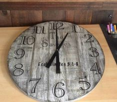 This Pallet Wall Clock was so easy to make anyone can do it. I started with a paper cut-out of the size I wanted and decided on a size. Pallet Wall Clock: Make it the way you want, and even customize it with your family name or slogans Farmhouse Clocks, Rustic Wall Clocks, Wood Clocks, Industrial Farmhouse, Vintage Industrial Furniture, Reclaimed Wood Furniture, Pallet Furniture, Pallet Walls, Furniture Projects