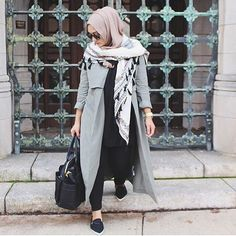 A lot of girls are looking for the casual sporty style when wearing their hijab, because it's more comfortable and giving them the funky style that they are Hajib Fashion, Street Hijab Fashion, Modest Fashion, Fashion Outfits, Islamic Fashion, Muslim Fashion, Modest Wear, Modest Outfits, Niqab