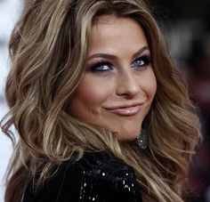 The MOST beautiful dirty-blonde shade I've ever seen! Julianne Hough