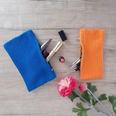 Schminktasche häkeln - Anleitungen Daniel Wellington, Cufflinks, Crochet, Accessories, Hand Sewn, Pens, Handarbeit, Ganchillo, Wedding Cufflinks