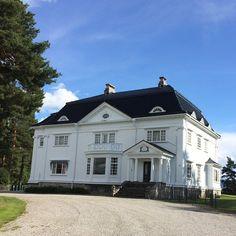 Det var på #notodden det startet! Norsk Hydro Elektriske Kvælstofaktieselskap sitt første administrasjonsbygg fra 1906. #villamoen #minbarndomsutsikt #hydrobarn #visitnorway #vghelg