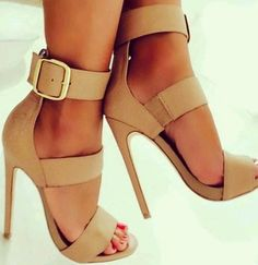 Perfect nude strapy high heels sandals