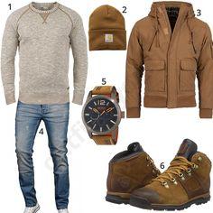 Herrenoutfit mit beigem Solid Strickpullover, brauner carhartt Mütze, Young&Rich Jacke, Hugo Boss Armbanduhr, Timberland Stiefel und A. Salvarini Jeans.