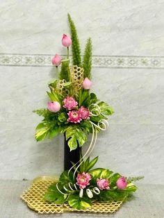 Contemporary Flower Arrangements, Tropical Flower Arrangements, Creative Flower Arrangements, Ikebana Flower Arrangement, Church Flower Arrangements, Ikebana Arrangements, Beautiful Flower Arrangements, Beautiful Flowers, Flower Wall Wedding