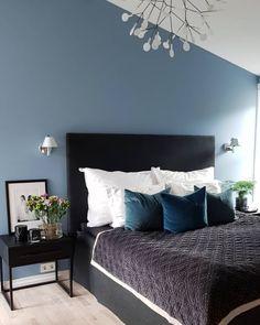 Soverom, Baronesse matt fra Jotun - Lilly is Love Linen Bedroom, Blue Bedroom, Modern Bedroom, Bedroom Wall, Bedroom Decor, Sofa Bed Size, Sofa Bed Mattress, William Morris Wallpaper, Royal Bed