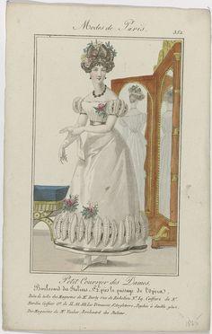 Anonymous | Petit Courrier des Dames, 1825, No. 352 : Robe de tulle des Magasins de Mr Burly..., Anonymous, Dupré (uitgever), 1825 | Staande vrouw gekleed in een japon van tule van 'Magasins de Mr Burly'. 'Coiffure' door Mr. Nardin, hofkapper van de prinses van Engeland. Op de achtergrond een psyché of grote draaispiegel met twee spiegels, van 'Magasins de Mr. Vacher'. Accessoires: oorbellen, collier, bloemcorsage, ceintuur (?), lange handschoenen, platte schoenen met puntige neuzen en…