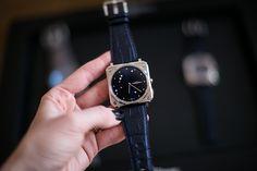 Bell&Ross ist eine französische Uhrenmarke, die unter dem Gütesiegel Swiss Made in der Schweiz produziert und von der Luftfahrt inspiriert ist. Bell Ross, Luxury Watches, Dress Designs, Leather, Accessories, Lady, Fashion, Aviation, Switzerland