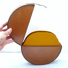 BABYBEL French Vintage 60s Round Leather Clutch van bOmode op Etsy
