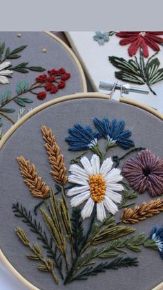 Diy Easy Embroidery, Cushion Embroidery, Hand Embroidery Patterns Flowers, Hand Embroidery Videos, Modern Embroidery, Hand Embroidery Designs, Embroidery Kits, Embroidered Flowers, Flower Embroidery