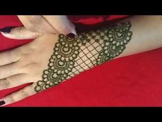 Simple back hand net gloves mehndi design - step by step (Tutorial) - ArtsyCraftsyDad Mehndi Ka Design, Rose Mehndi Designs, Simple Arabic Mehndi Designs, Back Hand Mehndi Designs, Stylish Mehndi Designs, Mehndi Designs For Beginners, Wedding Mehndi Designs, Beautiful Mehndi Design, Dulhan Mehndi Designs