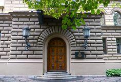Riga, Lettonie: porte du parlement | por Marie-Hélène Cingal