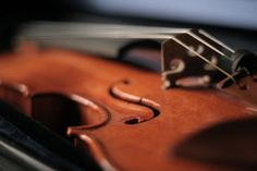 ¿Reconocerías la belleza en un contexto inesperado? El 12 de enero de 2007, la melodía de un violín ambientaba una estación de metro de L'Enfant Plaza, en Washington. Durante 43 minutos, el violinista interpretó seis piezas clásicas: en ese tiempo, se calcula que 1.071 personas pasaron a su lado. Pero casi nadie se detuvo a escucharlo.