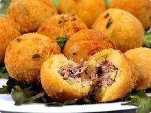 Bolinho-de-mandioca-com-carne-seca