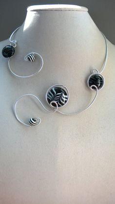 FREE GIFT Statement necklace Modern jewelry by LesBijouxLibellule Funky Jewelry, Black Jewelry, Stylish Jewelry, Modern Jewelry, Wire Jewelry, Unique Jewelry, Wire Necklace, Wire Wrapped Necklace, Metal Necklaces