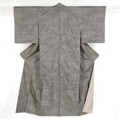 Gray, silk komon kimono / シュッと絹鳴りのする平織り紬地のシックな小紋 http://www.rakuten.co.jp/aiyama #Kimono #Japan #aiyamamotoya
