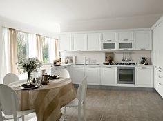 Cucina angolare classica/moderna in rovere bianco.