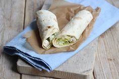 Op zoek naar een lekker recept voor wraps? Deze Griekse kipwraps zijn echt een aanrader. Super lekker, simpel te bereiden en ook nog eens snel klaar!