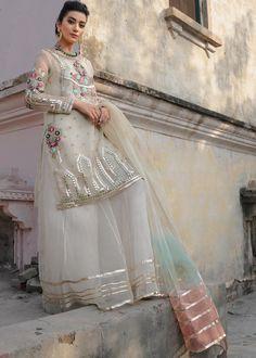 Beautiful Pakistani Dresses, Pakistani Dresses Online, Pakistani Wedding Outfits, Pakistani Dress Design, Salwar Kurta, Indian Salwar Kameez, Patiala, Sharara, Embroidery Suits Design