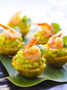 Plantain cups with avocado shrimp cups (mofonguitos de aguacate y camarones) Comida Latina, Great Appetizers, Appetizer Recipes, Shrimp Appetizers, Seafood Recipes, Cooking Recipes, Cuban Recipes, Cooking Fish, Banane Plantain