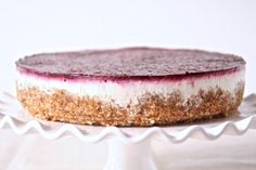 Sometimes you just need some cake, but really don't have time to do all the baking. Enter this recipe for No-Bake Greek Yogurt & Berry Cheesecake. This wonderfully sweet fruity treat will definitely satisfy those cake cravings. Gluten Free Desserts, No Bake Desserts, Healthy Desserts, Just Desserts, Food Cakes, Cupcake Cakes, Baking Cakes, Cupcakes, Greek Yogurt Cheesecake