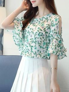 24 Spring Outfits That Will Inspire You #blouse  #floral  #blusas  #chiffon blouse